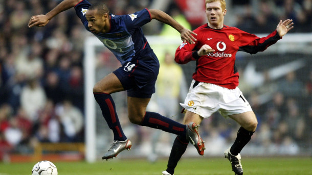 MANCHESTER - DECEMBER 7:  Paul Scholes of Man Utd clashes with Thierry Henry of Arsenal during the Manchester United v Arsenal FA Barclaycard Premiership match at Old Trafford on December 7, 2002 in Manchester, England.  (Photo by Alex Livesey/Getty Images)
