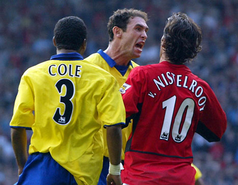 cristiano-ronaldo-566-ruud-van-nistelrooy-fighting-in-arsenal-vs-manchester-united-in-2003-after-a-penalty-kick-decision-and-miss-with-ashley-cole-and-martin-keown