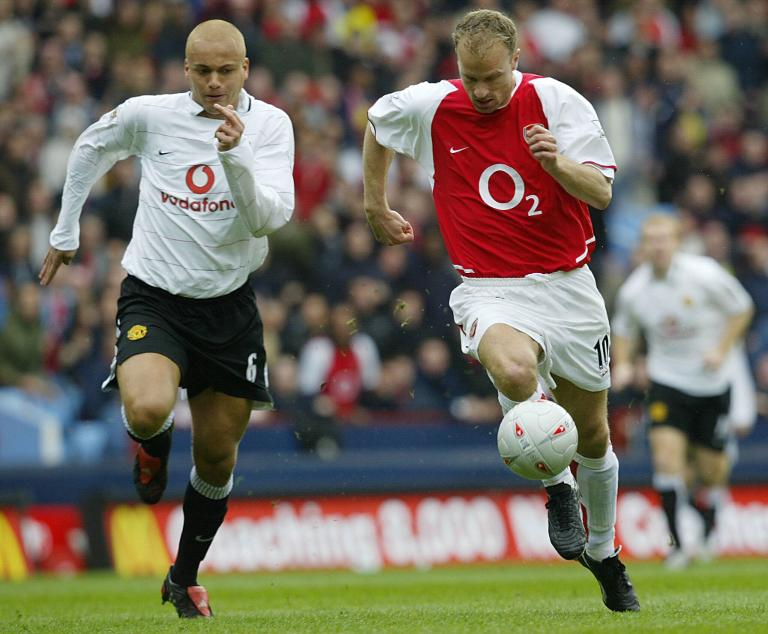 wpid-arsenals-dennis-bergkamp-r-is-chased-by-wes-brown-of-manchester-united-during-their-fa-cup-semi-final-clash-at-villa-park-in-birmingham-